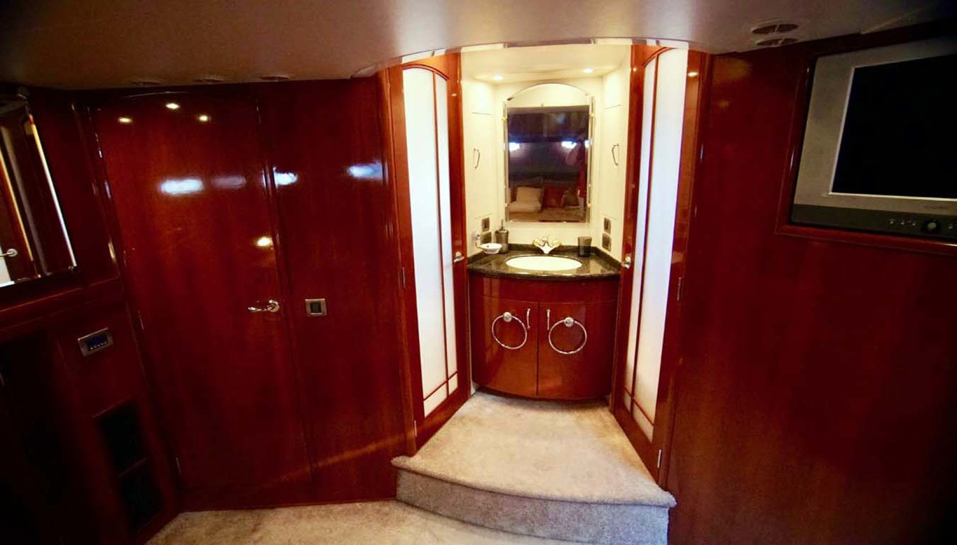 Carver-560 Voyager 2006-NEED A BREAK Fort Myers-Florida-United States-Master Vanity-1105781 | Thumbnail