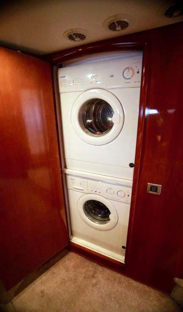 Carver-560 Voyager 2006-NEED A BREAK Fort Myers-Florida-United States-Washer/Dryer Combo-1105784 | Thumbnail