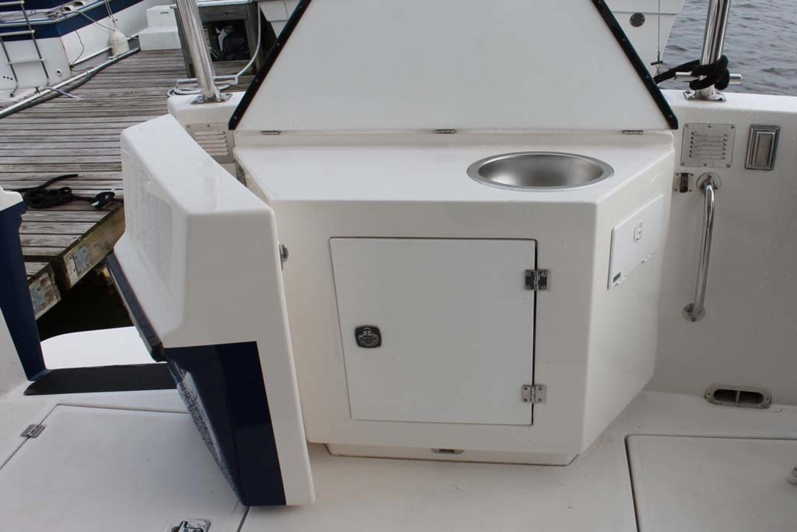 American Tug-Pilothouse 2006-Peregrine Albany-New York-United States-Cockpit Sink-1063138 | Thumbnail
