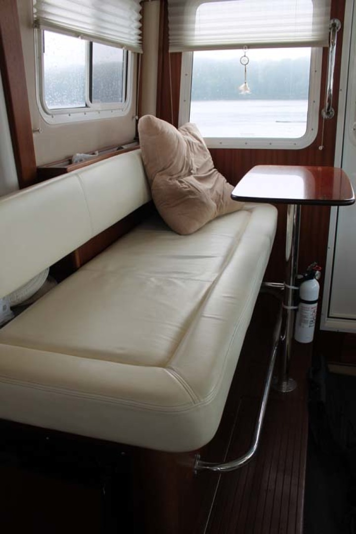 American Tug-Pilothouse 2006-Peregrine Albany-New York-United States-Pilothouse Port Seating-1063149 | Thumbnail
