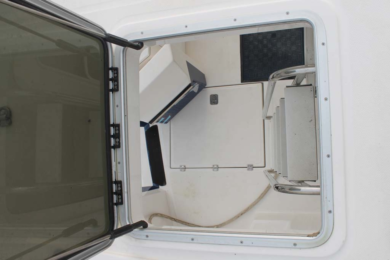 American Tug-Pilothouse 2006-Peregrine Albany-New York-United States-Upper Deck Hatch-1063168 | Thumbnail