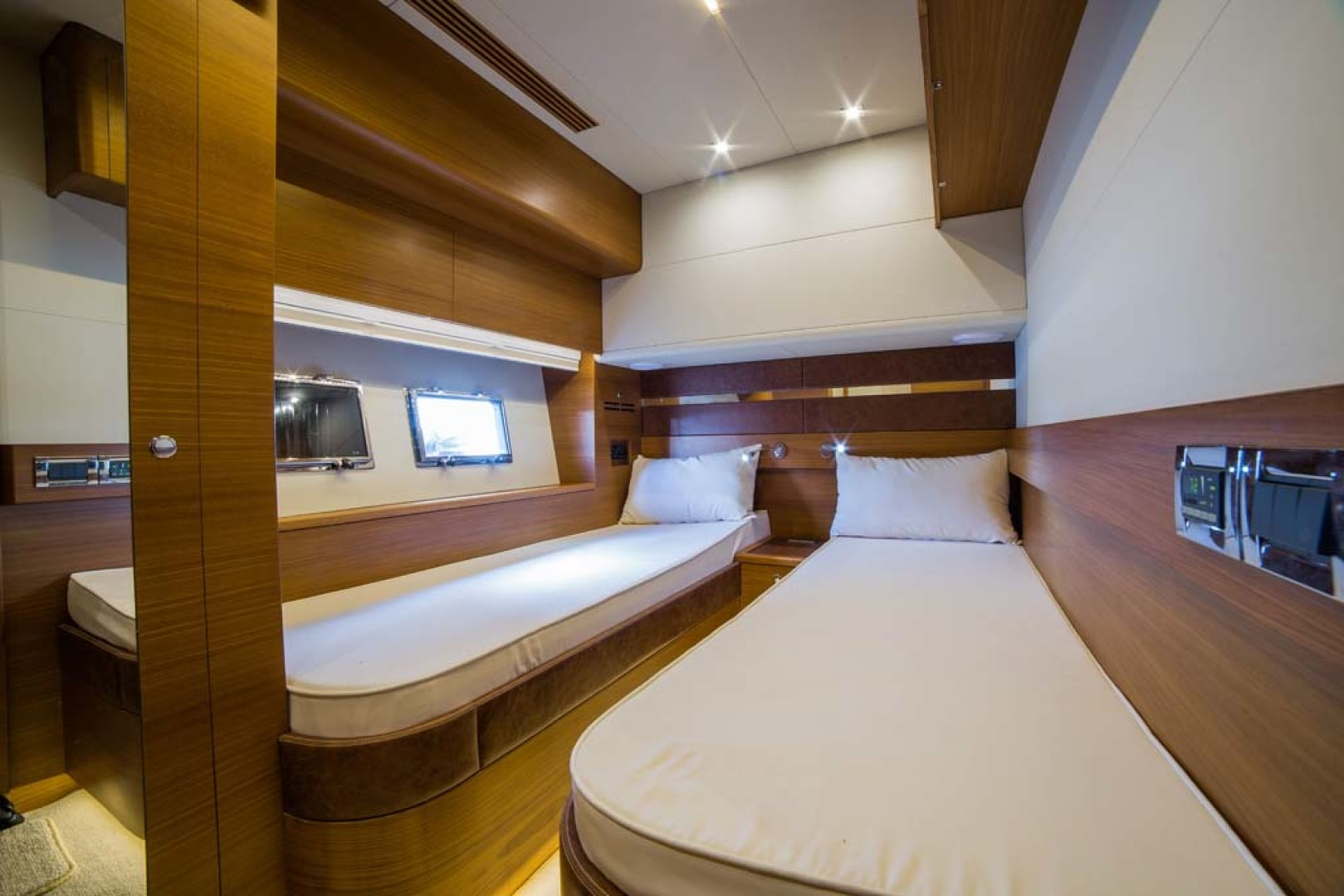 Dyna Yachts-Flybridge 2021 -Florida-United States-Guest Stateroom-1065901 | Thumbnail