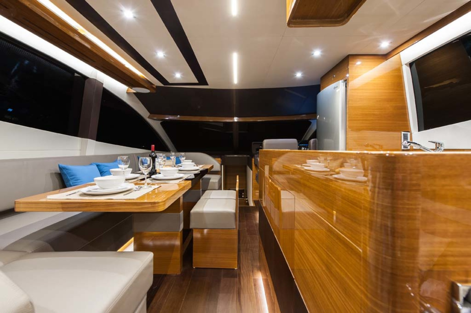 Dyna Yachts-Flybridge 2021 -Florida-United States-Salon and Galley-1065880 | Thumbnail