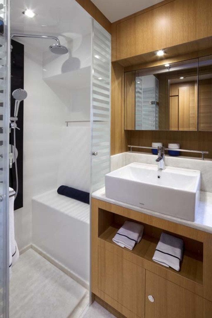 Dyna Yachts-Flybridge 2021 -Florida-United States-Master Stateroom Head and Shower-1065897 | Thumbnail