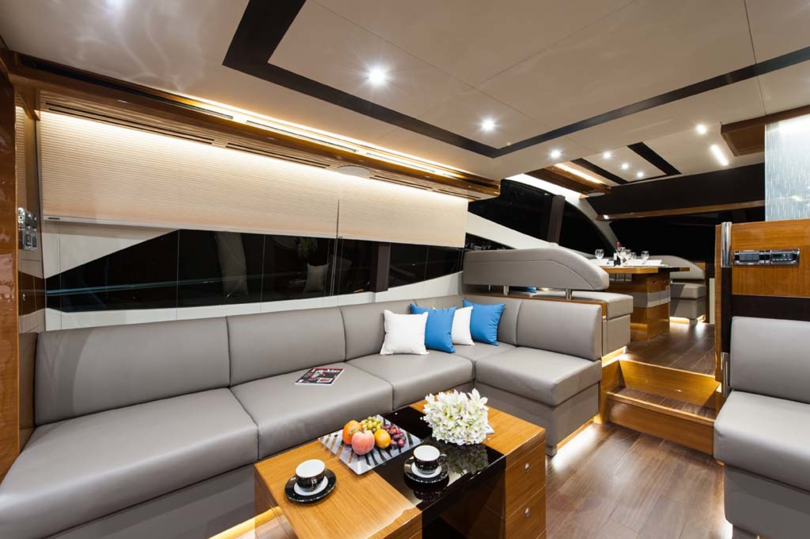 Dyna Yachts-Flybridge 2021 -Florida-United States-Salon Settee-1065883 | Thumbnail