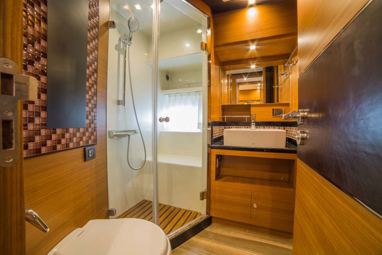 Dyna Yachts-Flybridge 2021 -Florida-United States-Guest Stateroom Head and Shower-1065903 | Thumbnail