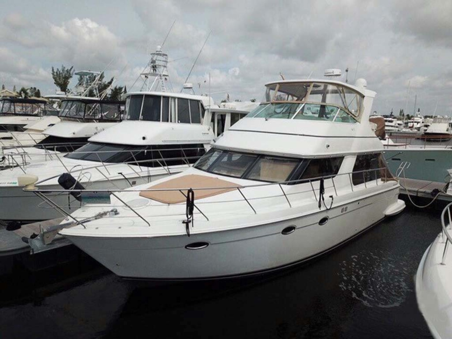 Carver-Voyager 2005-Sawbones Fort Lauderdale-Florida-United States-Profile-1134986 | Thumbnail
