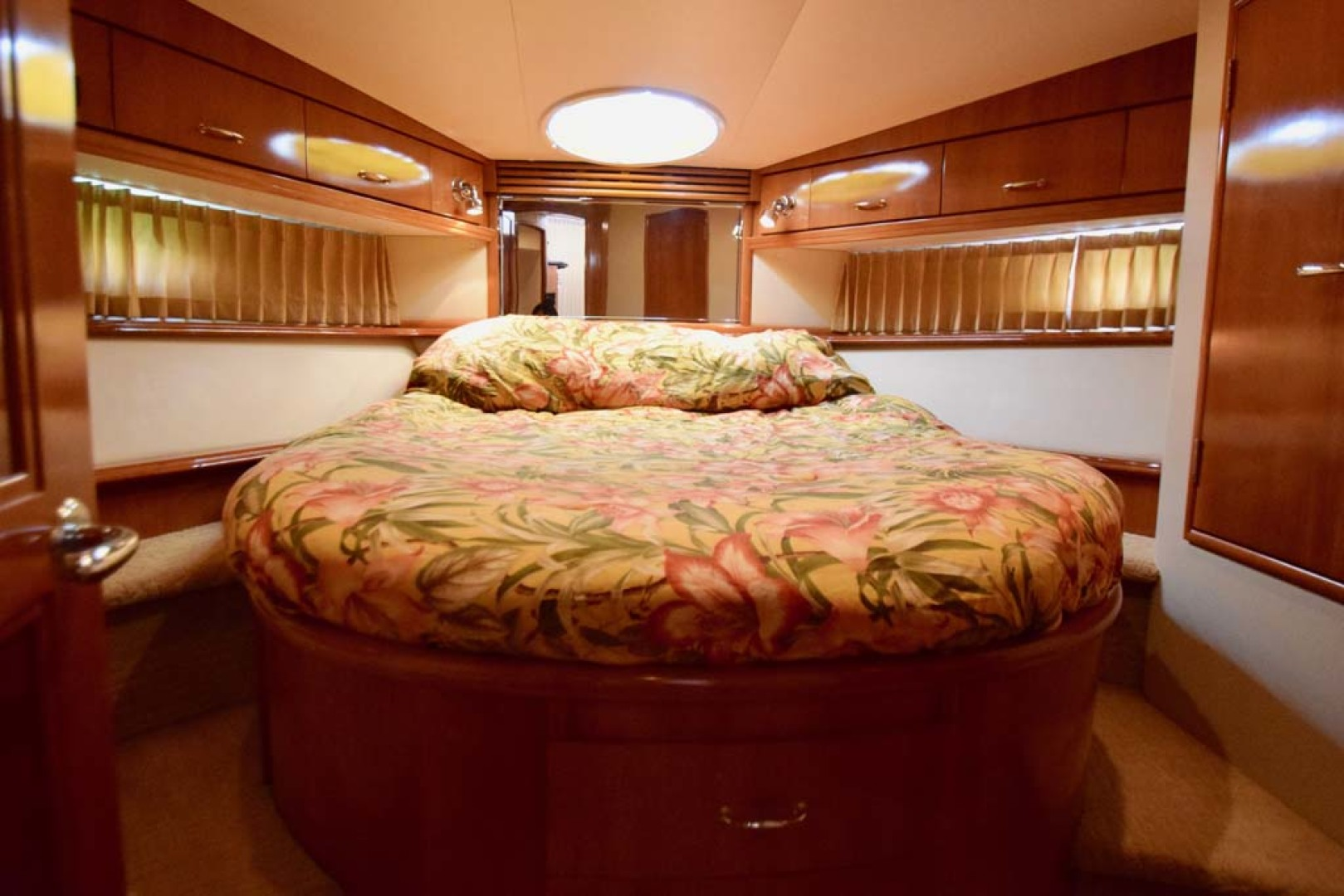 Carver-Voyager 2005-Sawbones Fort Lauderdale-Florida-United States-Master Stateroom-1069032 | Thumbnail