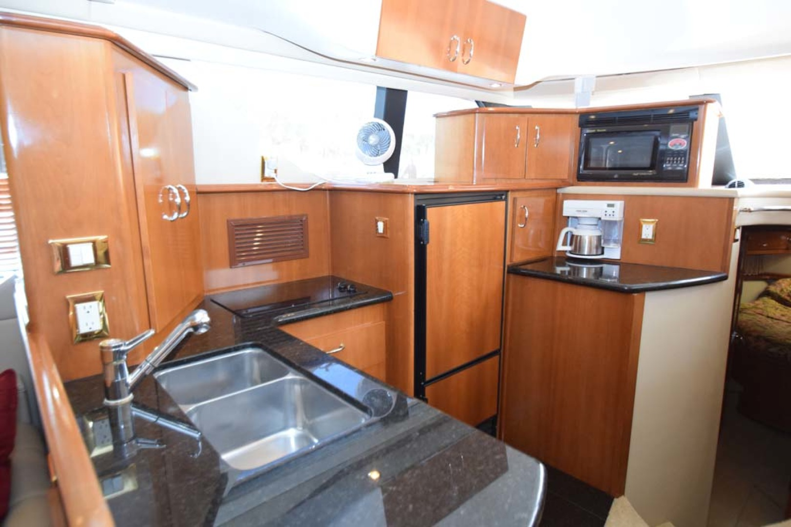 Carver-Voyager 2005-Sawbones Fort Lauderdale-Florida-United States-Galley Sinks-1069028 | Thumbnail