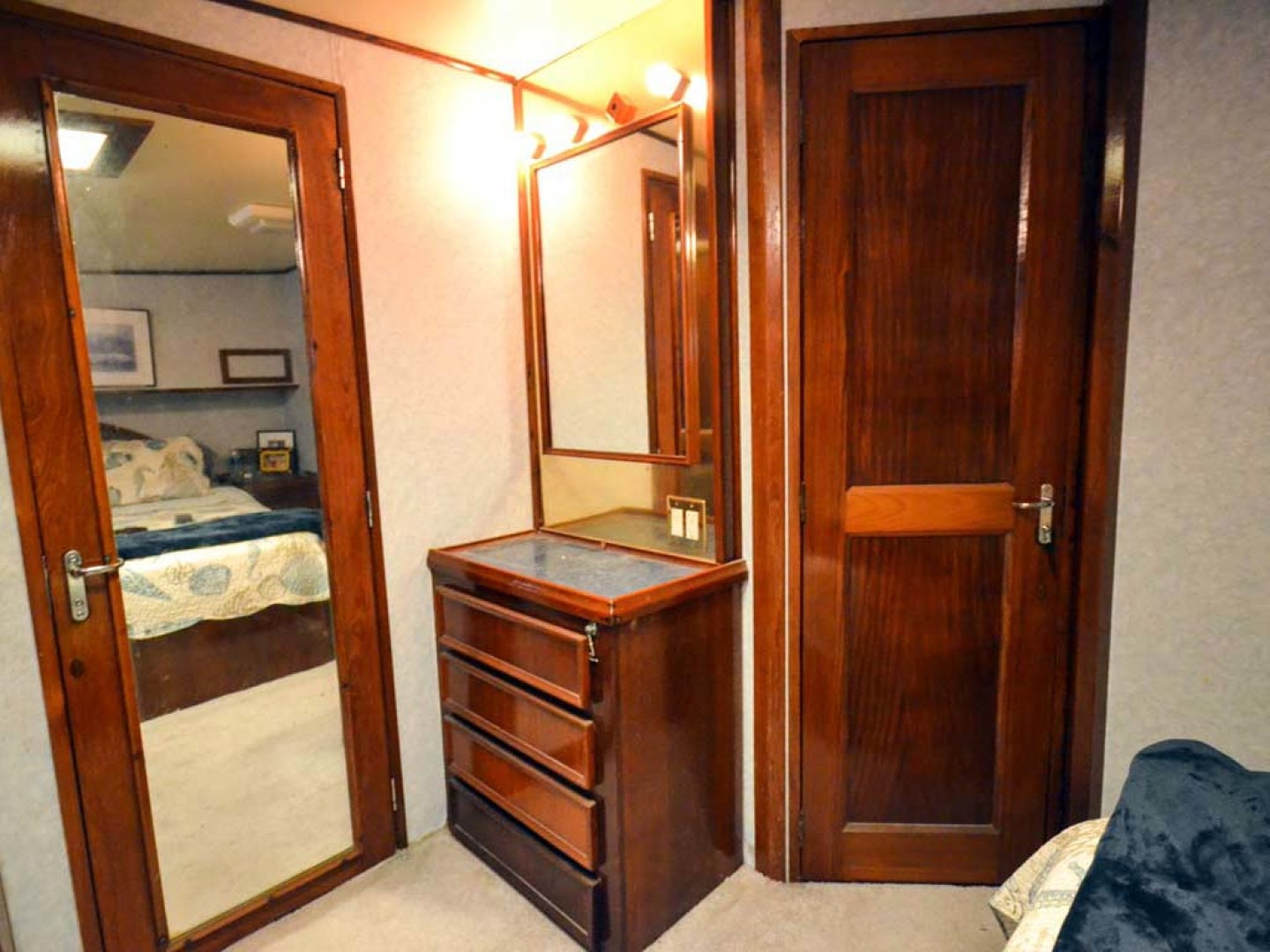 Hatteras-60 Flybridge 1979-Sea Horse Daytona Beach-Florida-United States-Master Closet and Vanity-1070362 | Thumbnail