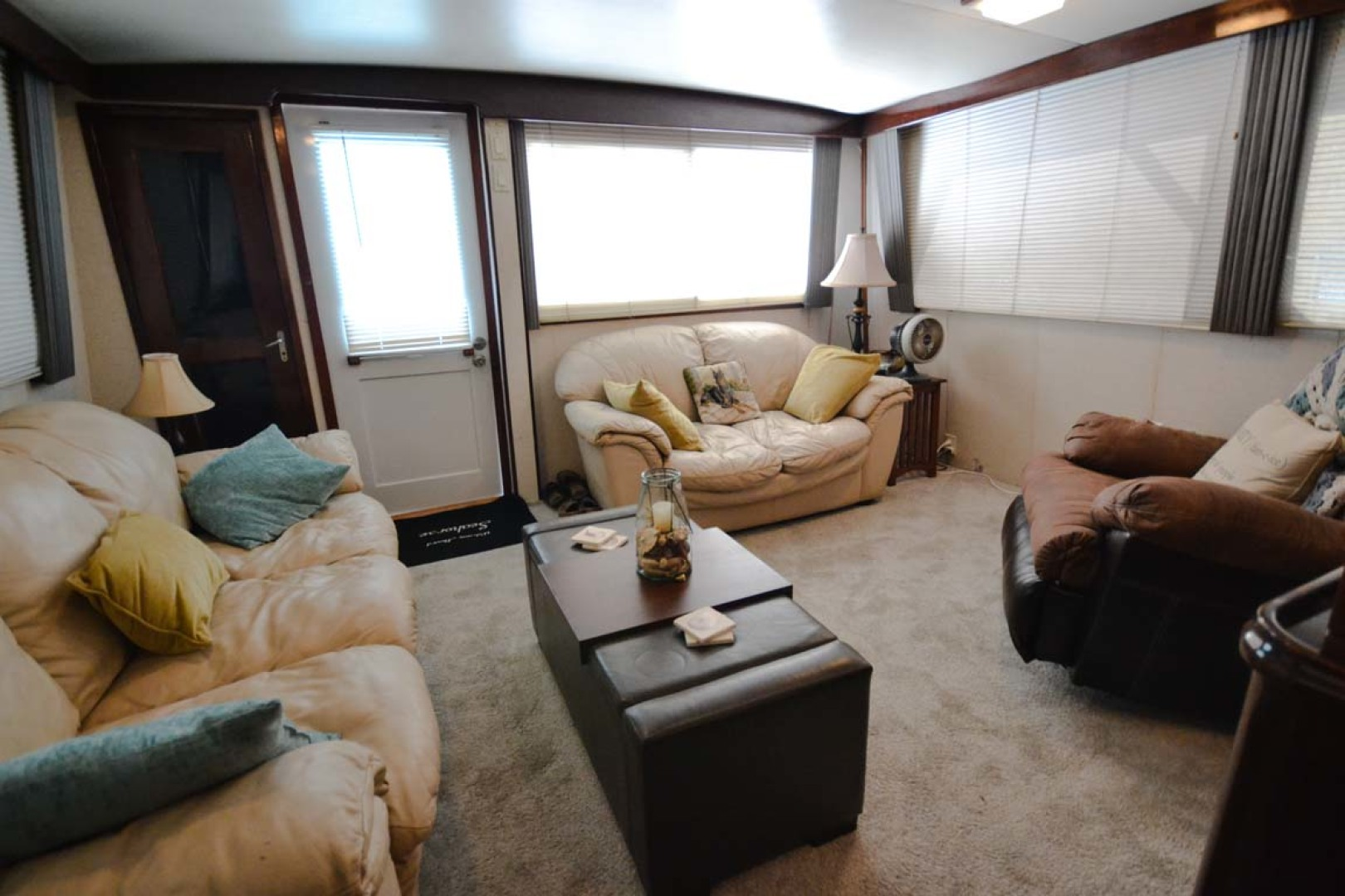 Hatteras-60 Flybridge 1979-Sea Horse Daytona Beach-Florida-United States-Salon Looking Aft-1183206 | Thumbnail