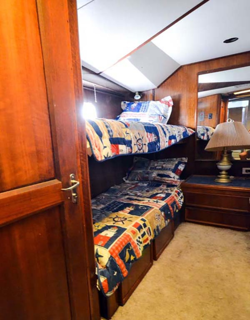 Hatteras-60 Flybridge 1979-Sea Horse Daytona Beach-Florida-United States-Guest Stateroom-1070366 | Thumbnail