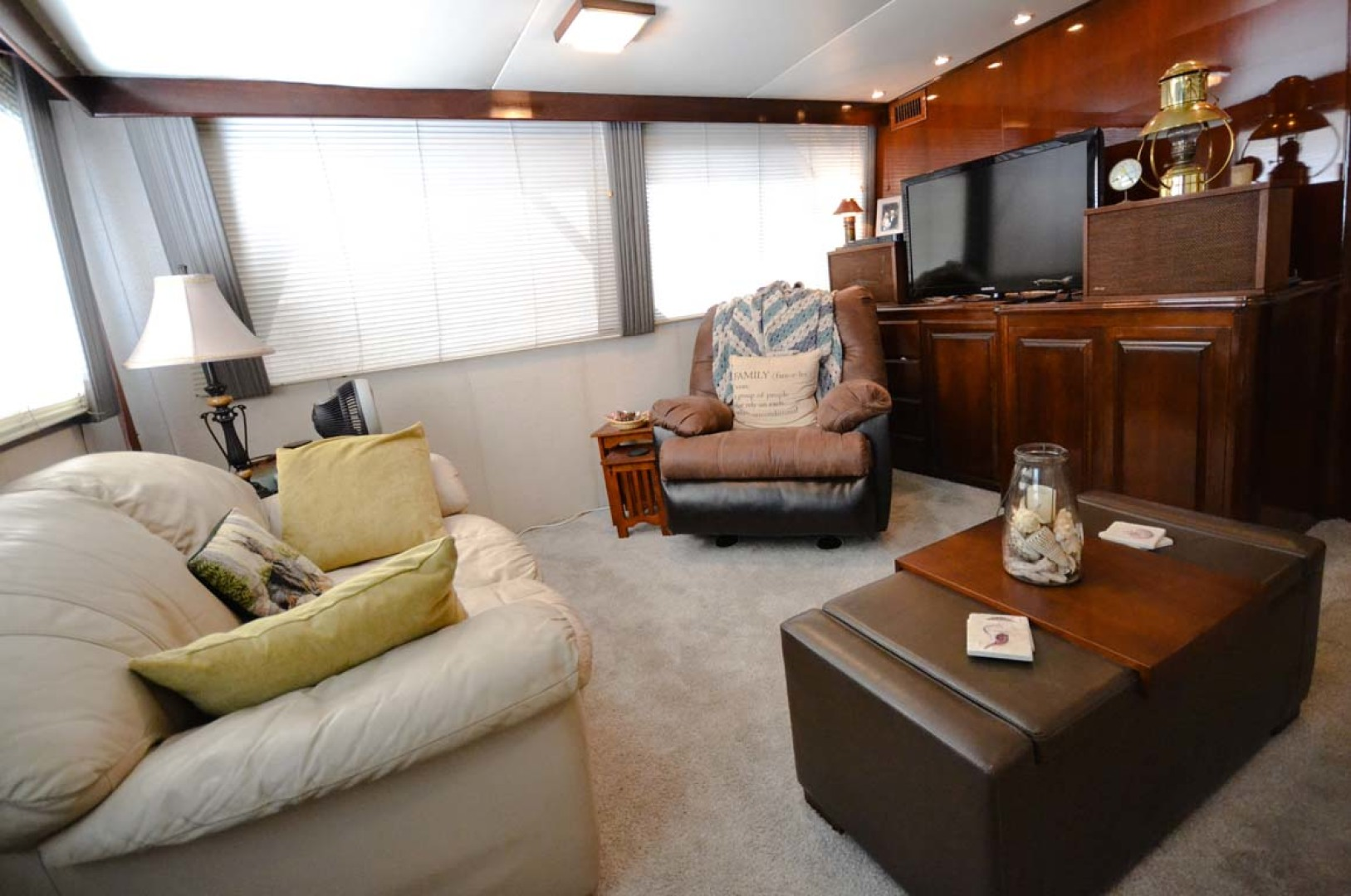 Hatteras-60 Flybridge 1979-Sea Horse Daytona Beach-Florida-United States-Salon Port-1183207 | Thumbnail