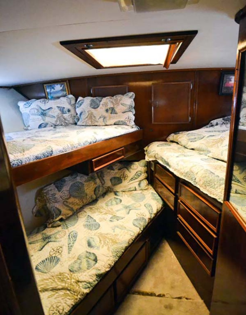 Hatteras-60 Flybridge 1979-Sea Horse Daytona Beach-Florida-United States-Bow Stateroom-1070364 | Thumbnail