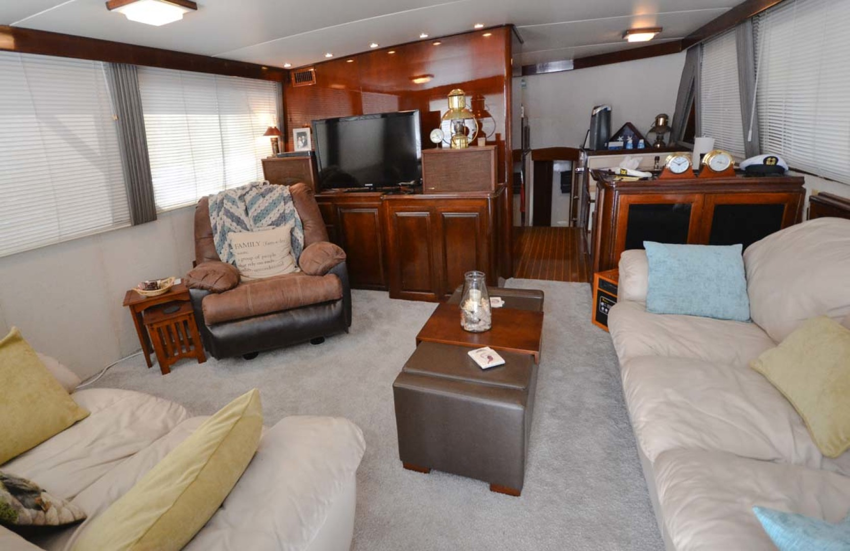 Hatteras-60 Flybridge 1979-Sea Horse Daytona Beach-Florida-United States-Salon Forward-1183205 | Thumbnail