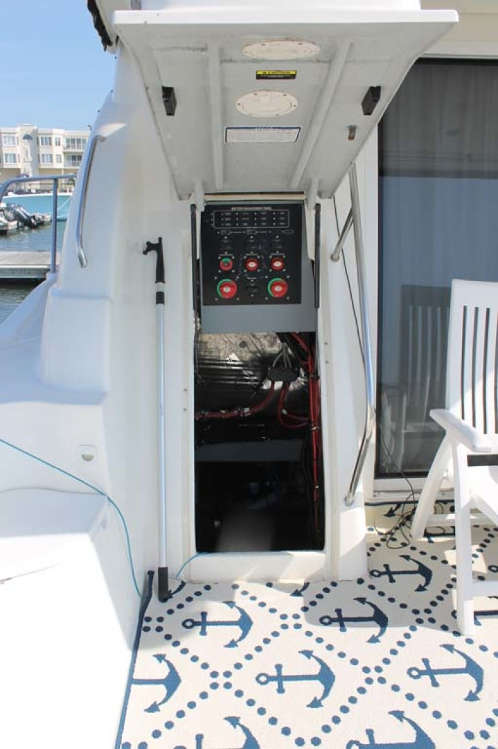 Meridian-Sedan Bridge 2004-Knot Home Avalon-New Jersey-United States-Engine Room Access-1074084 | Thumbnail
