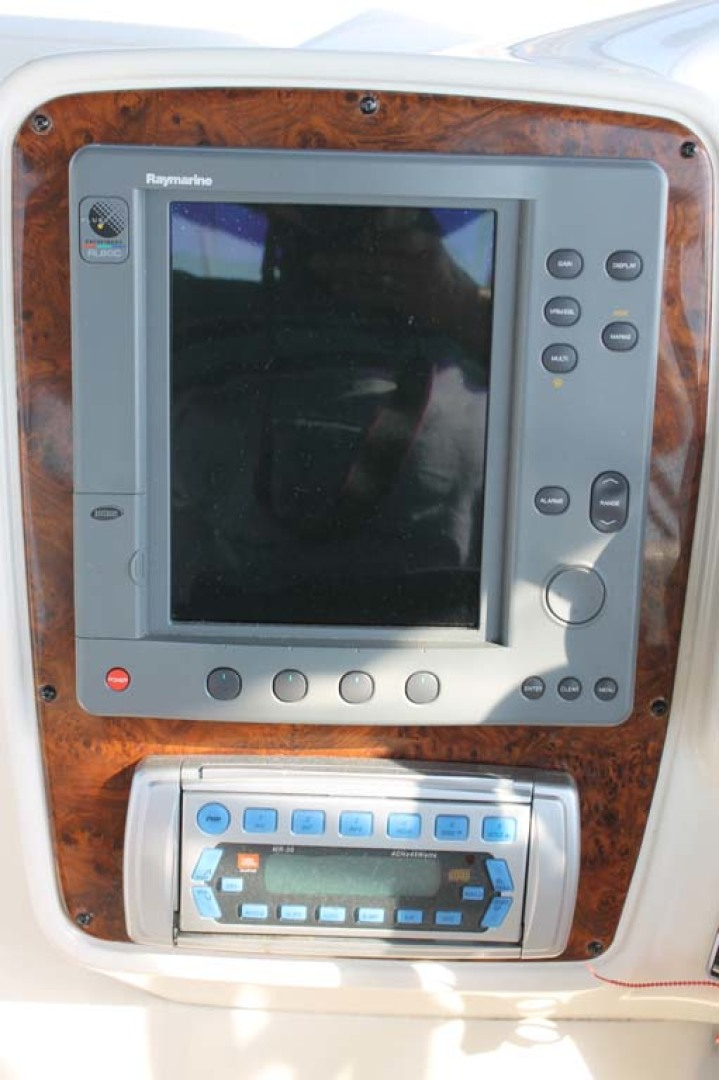 Meridian-Sedan Bridge 2004-Knot Home Avalon-New Jersey-United States-Raymarine/Stereo-1074096 | Thumbnail