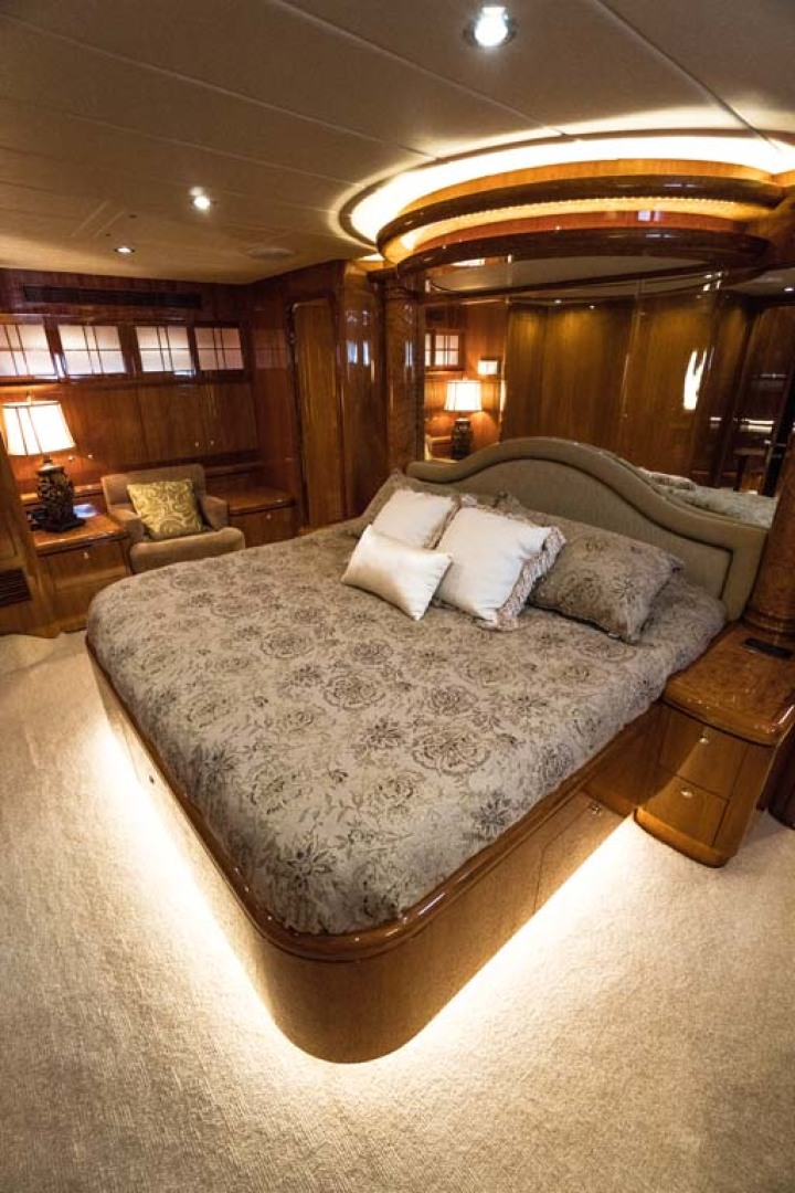 Horizon-Cockpit-Motor-Yacht-2008-Liberation-Stuart-Florida-United-States-Master-Stateroom-1075346