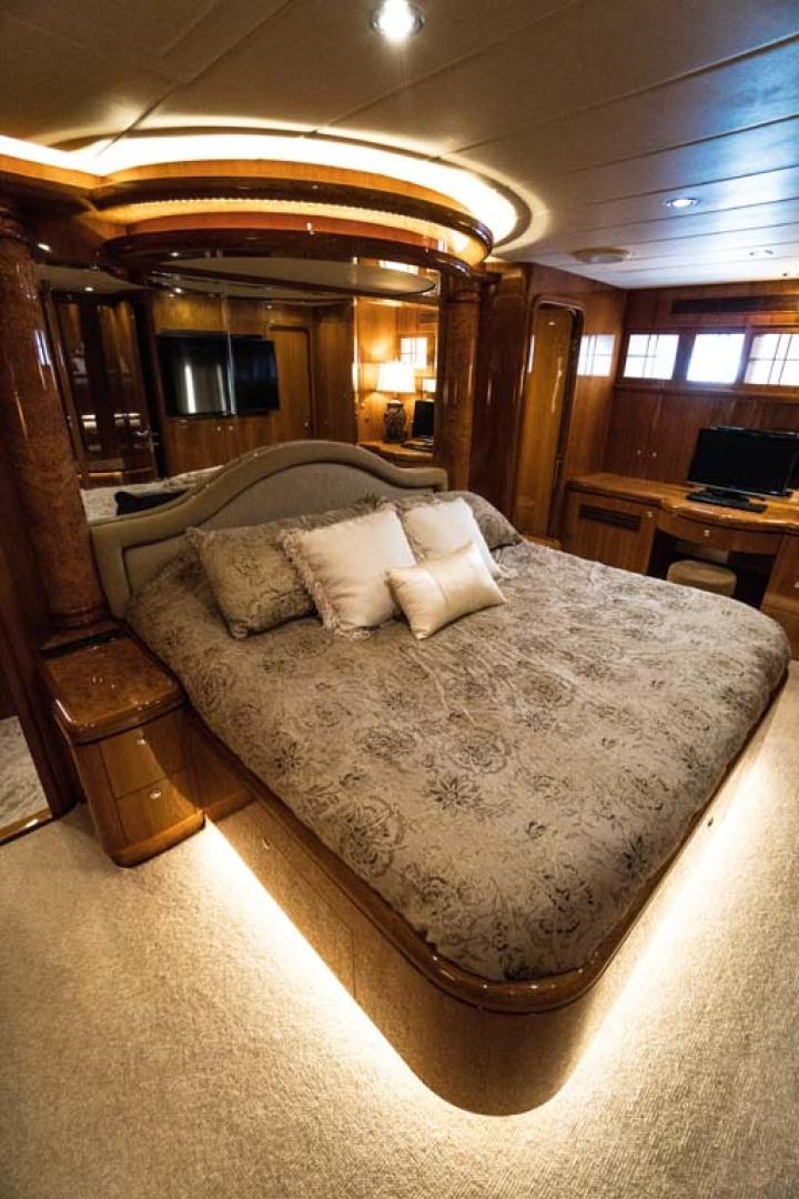 Horizon-Cockpit-Motor-Yacht-2008-Liberation-Stuart-Florida-United-States-Master-Stateroom-1075347