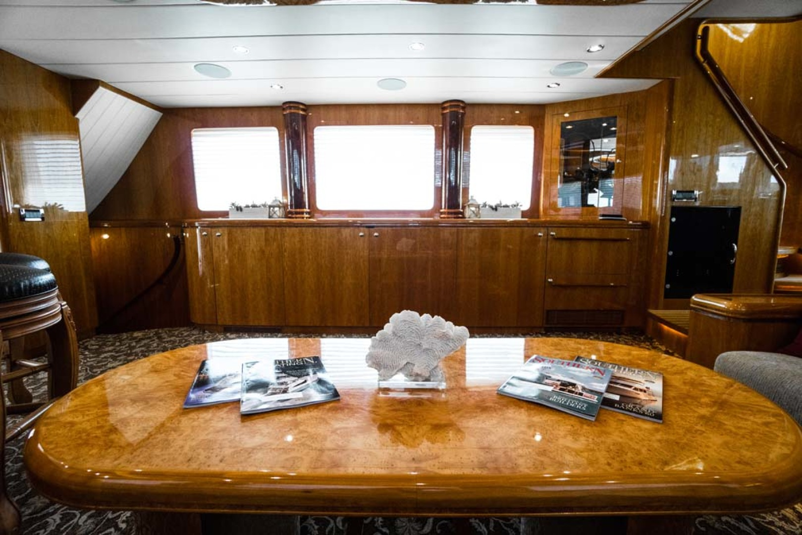 Horizon-Cockpit-Motor-Yacht-2008-Liberation-Stuart-Florida-United-States-Salon-Coffee-Table-1075322