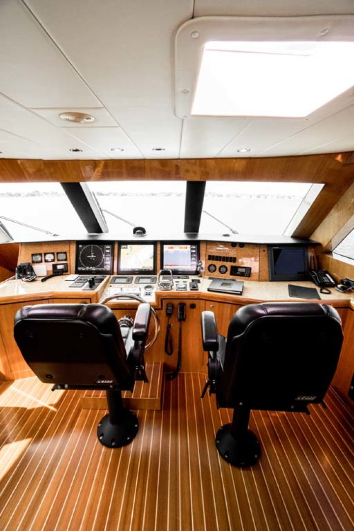 Horizon-Cockpit-Motor-Yacht-2008-Liberation-Stuart-Florida-United-States-Pilothouse-Helm-1075336