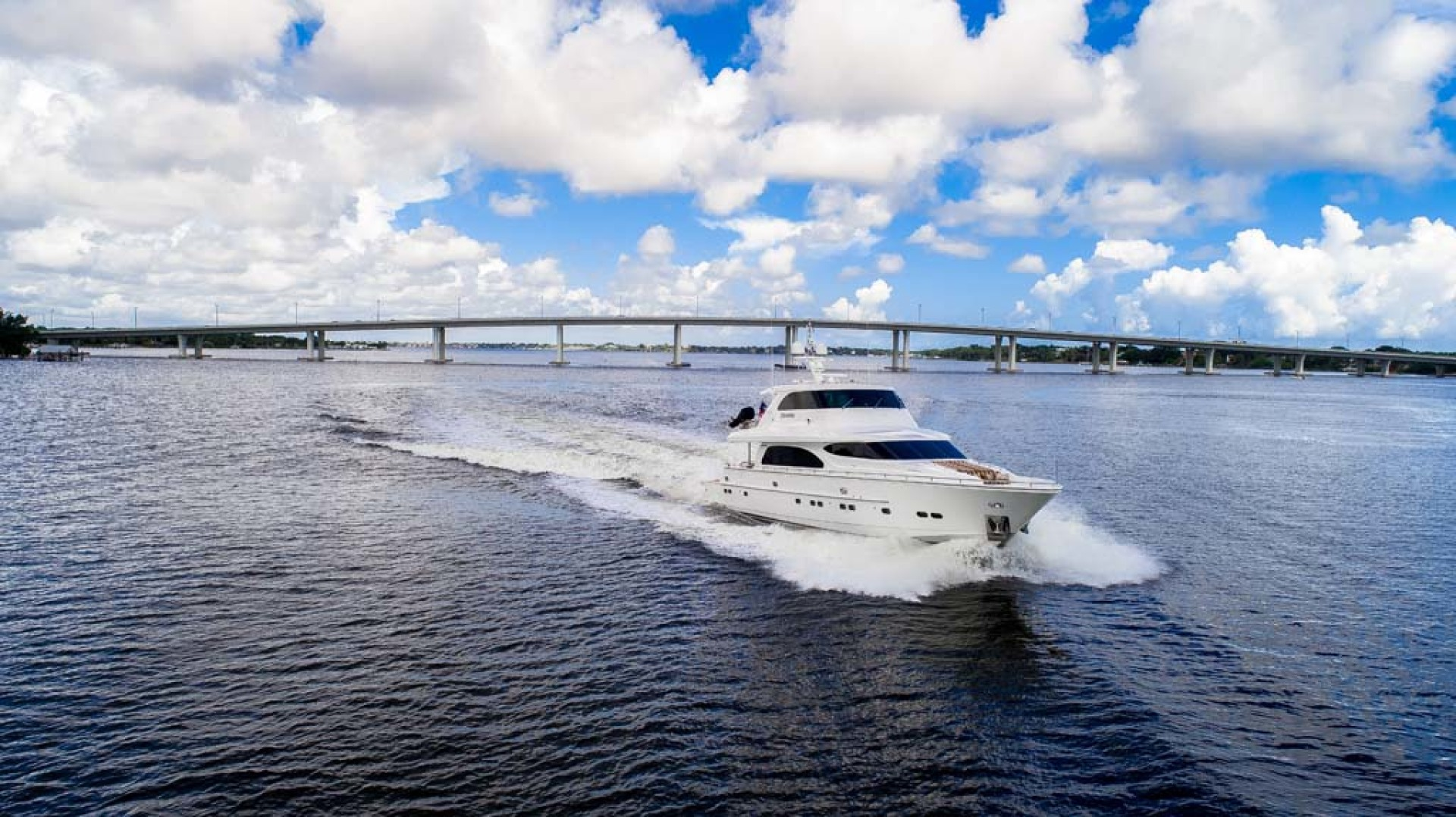 Horizon-Cockpit-Motor-Yacht-2008-Liberation-Stuart-Florida-United-States-Running-View-1075313