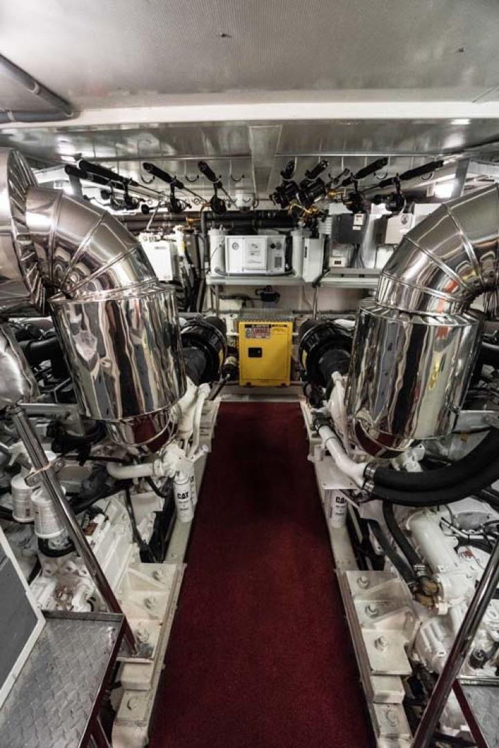 Horizon-Cockpit-Motor-Yacht-2008-Liberation-Stuart-Florida-United-States-Engine-Room-1075379