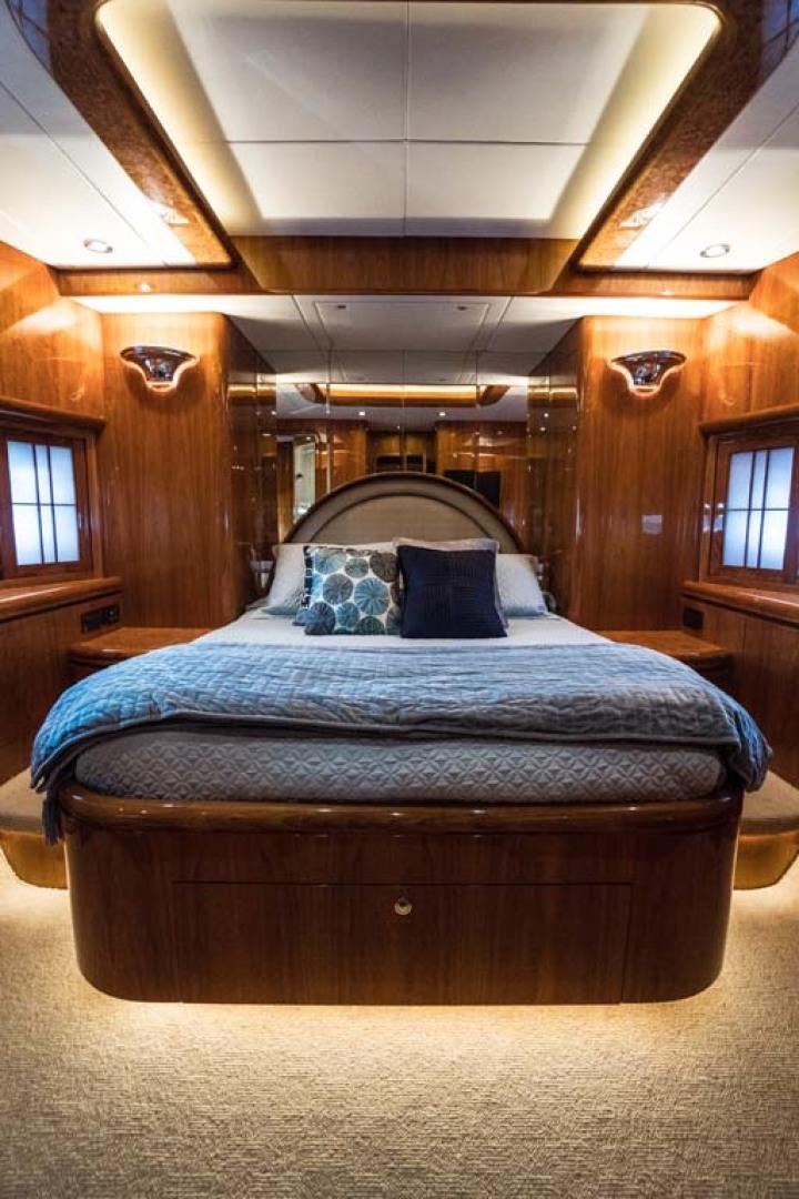 Horizon-Cockpit-Motor-Yacht-2008-Liberation-Stuart-Florida-United-States-VIP-Stateroom-1075354