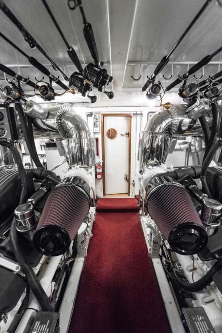 Horizon-Cockpit-Motor-Yacht-2008-Liberation-Stuart-Florida-United-States-Engine-Room-with-Fishing-Poles-Overhead-1075386