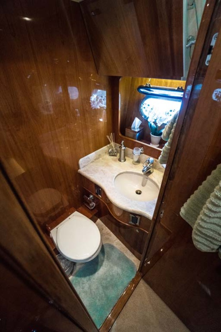 Horizon-Cockpit-Motor-Yacht-2008-Liberation-Stuart-Florida-United-States-Guest-Head-1075364