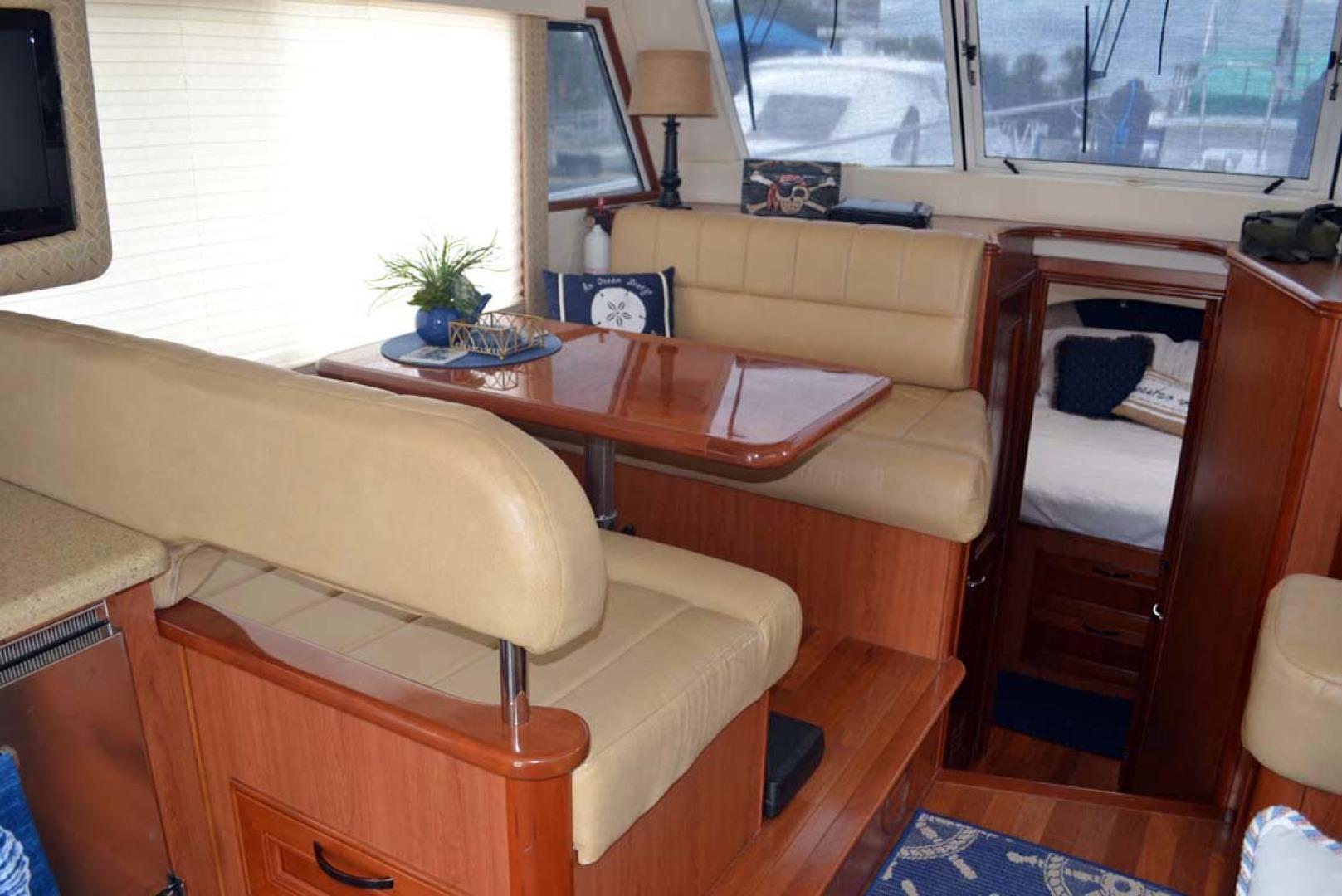 Mainship-395 Trawler 2010-Stargazer Daytona Beach-Florida-United States-Dinette-1167084 | Thumbnail