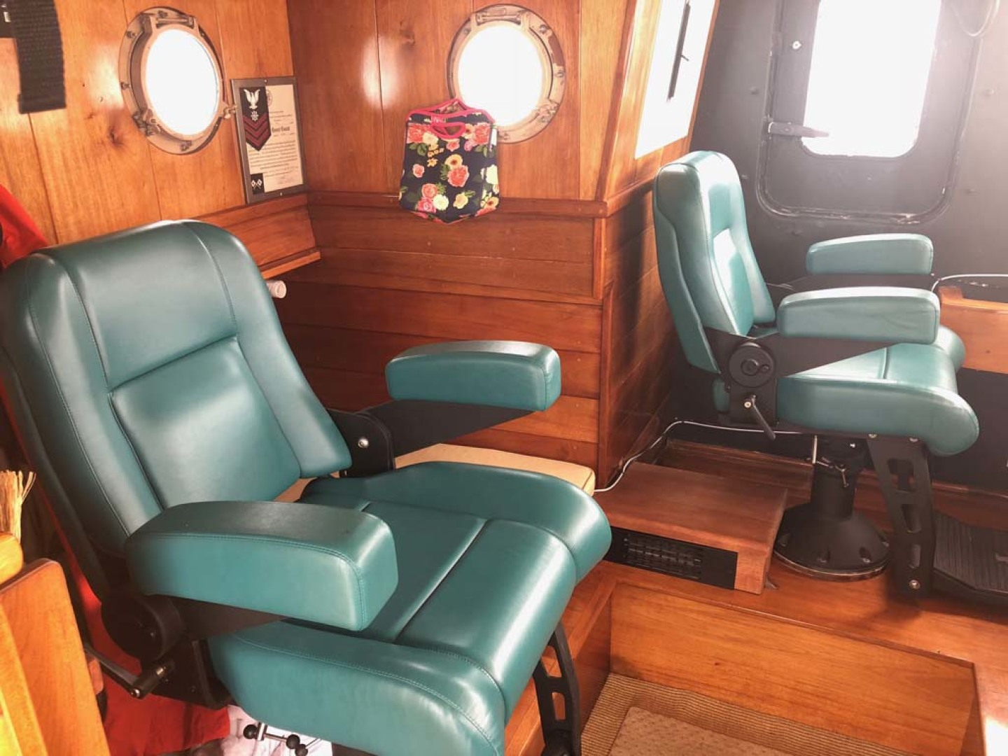 Custom-Durbeck North Sea Trawler 1982-Phoenix Wickford-Rhode Island-United States-Helm chairs-1078222 | Thumbnail