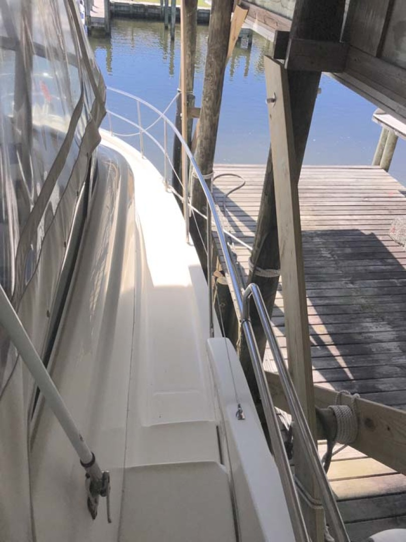 Silverton-Sport Bridge 2006-Mailbox Money Orange Beach-Alabama-United States-Stbd Walkway Fwd-1081064 | Thumbnail