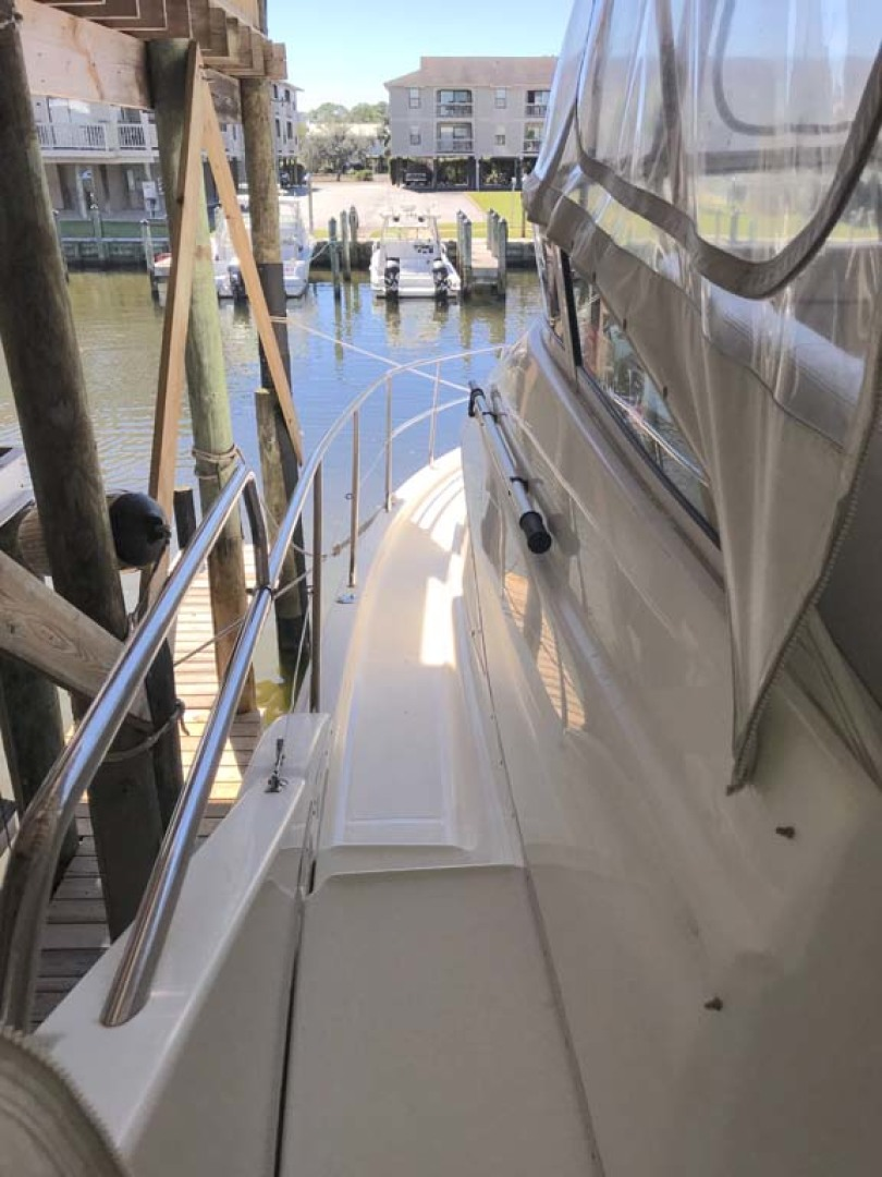 Silverton-Sport Bridge 2006-Mailbox Money Orange Beach-Alabama-United States-Port Walkway Fwd-1081063 | Thumbnail