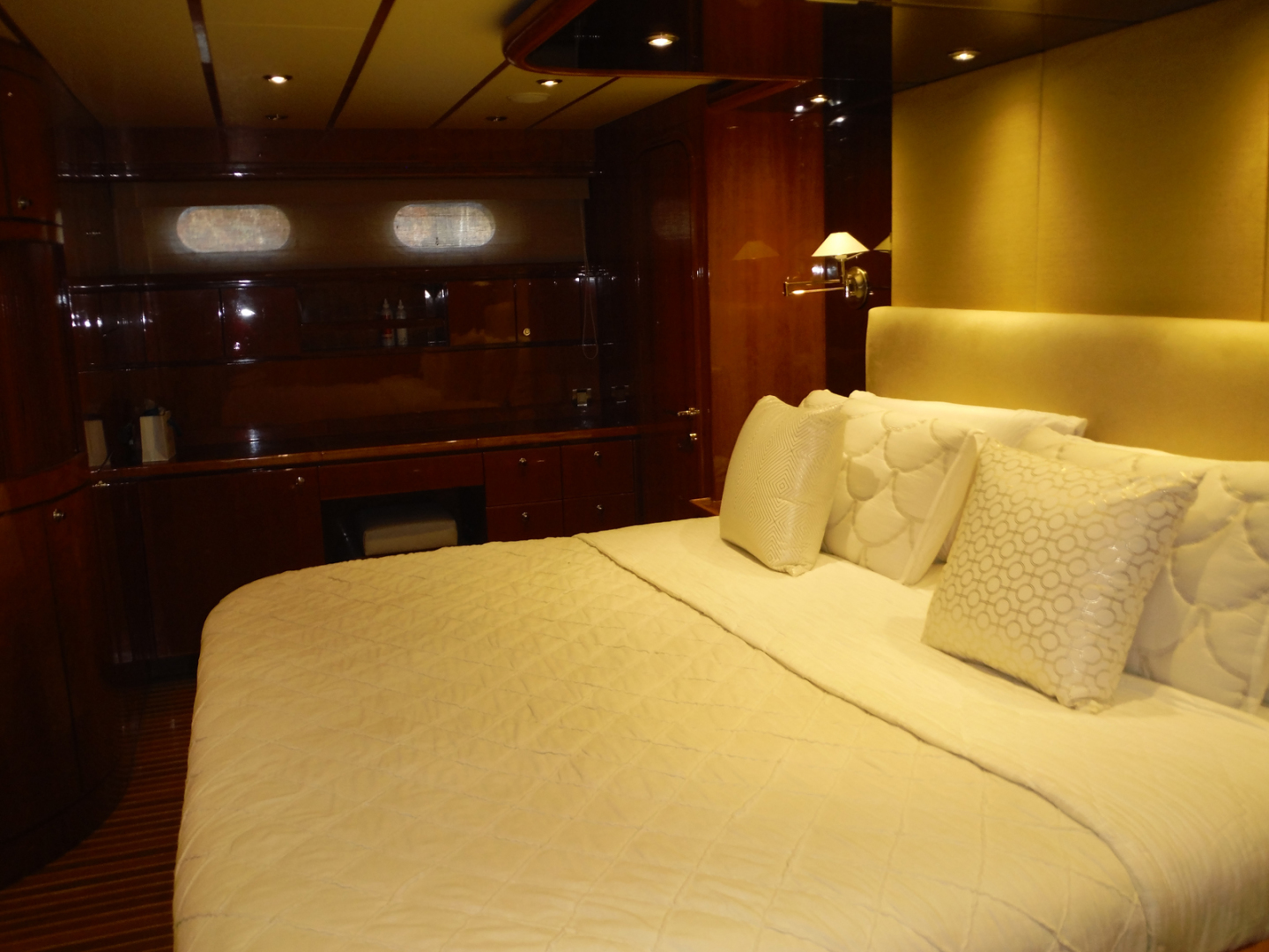 Hargrave-Flybridge Motor Yacht 2001-GRACE Fort Lauderdale-Florida-United States-Master Cabin Looking to Starboard-1091950 | Thumbnail