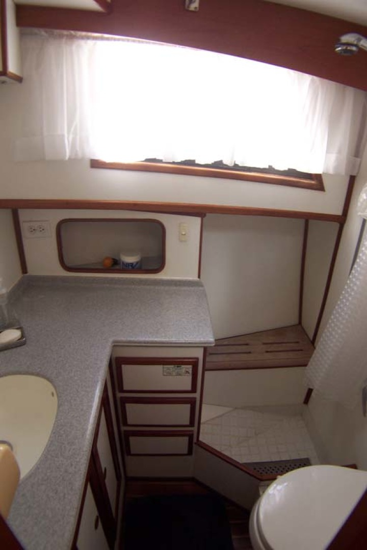 Island Gypsy-Aft Cabin Motoryacht 1997-PAINT BY NUMBER Stuart-Florida-United States-Guest Day Head and Shower-1081713 | Thumbnail