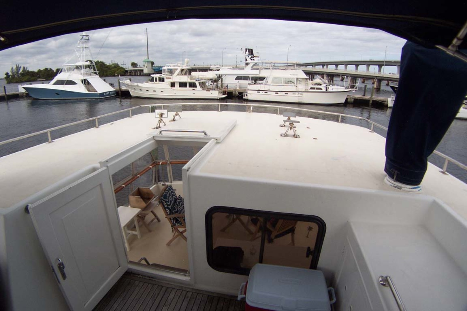 Island Gypsy-Aft Cabin Motoryacht 1997-PAINT BY NUMBER Stuart-Florida-United States-Aft Passageway from Flybridge-1081730 | Thumbnail