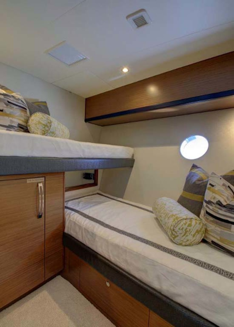 Hatteras-M60 2022 -Cape May-New Jersey-United States-Crew Quarters-1087946 | Thumbnail