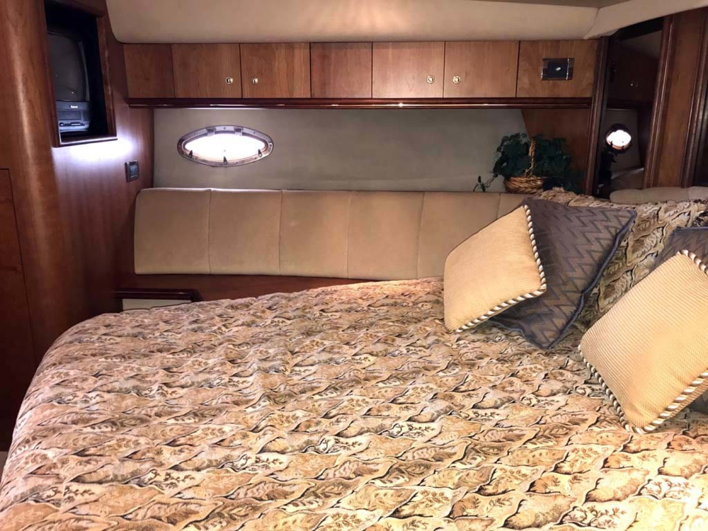 Cruisers Yachts-4450 2002-Sea renity Gulf Shores-Alabama-United States-Forward Stateroom Port Looking Aft-1089551 | Thumbnail