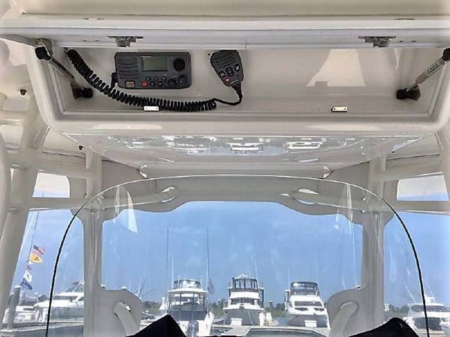 Regulator-28 FS Center Console 2014 -Mamaroneck-New York-United States-Overhead Electronics-1089413 | Thumbnail