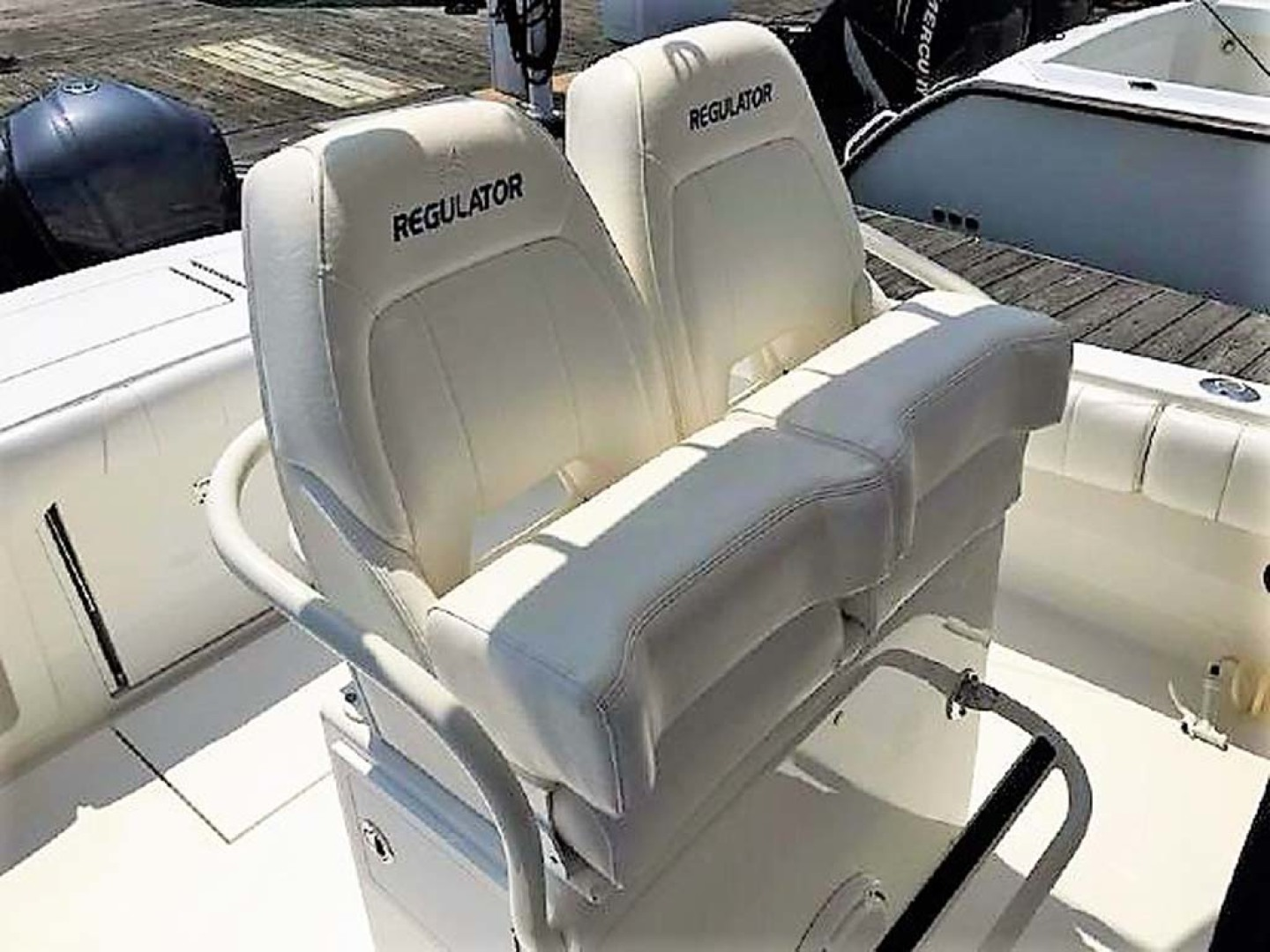 Regulator-28 FS Center Console 2014 -Mamaroneck-New York-United States-Helm Seats-1089417 | Thumbnail