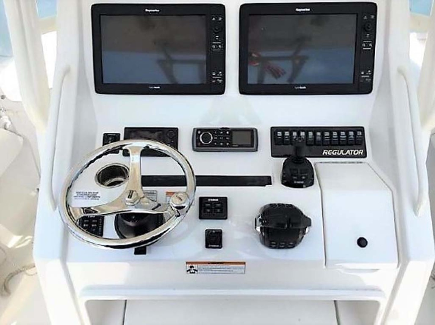 Regulator-28 FS Center Console 2014 -Mamaroneck-New York-United States-Helm-1089410 | Thumbnail