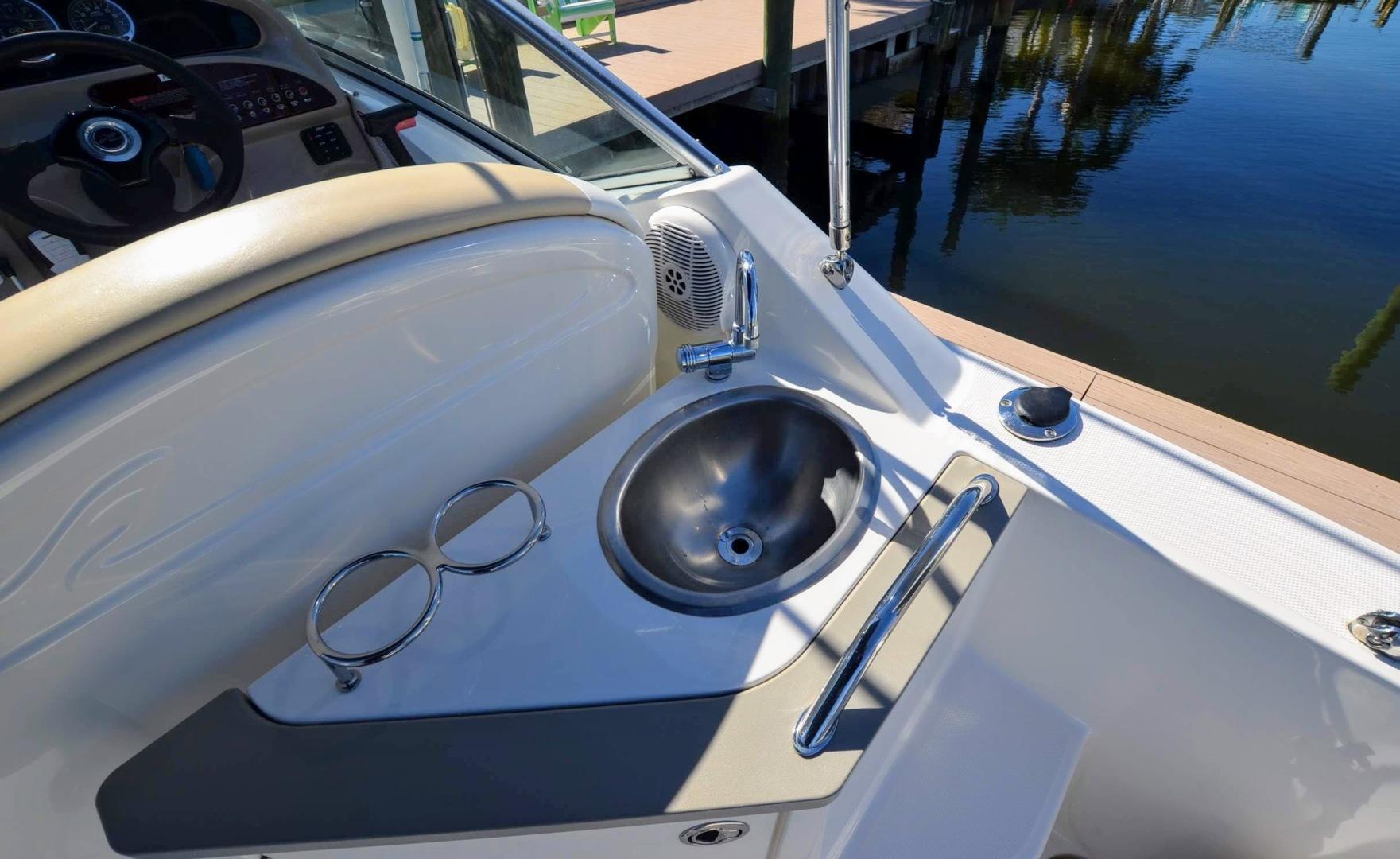 24' 2008 Sea Ray 240 Sundancer | Tampa Yacht Sales