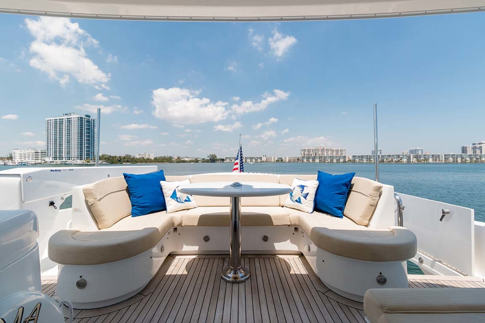 Hatteras-80 Motor Yacht 2007-Pneuma Ocean Reef-Florida-United States-U-Shaped Lounge with Table-1092667 | Thumbnail