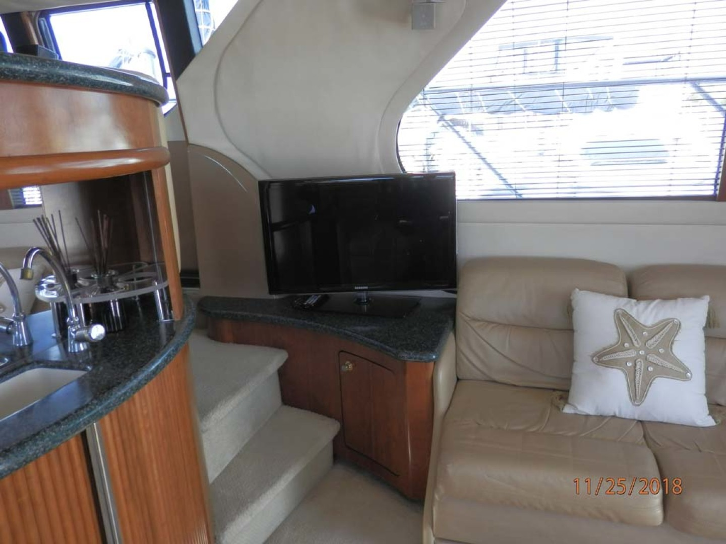 Carver-450 Voyager Pilothouse 1999-Carolina Cajun Beaufort-North Carolina-United States-TV in Main Salon-1093017 | Thumbnail