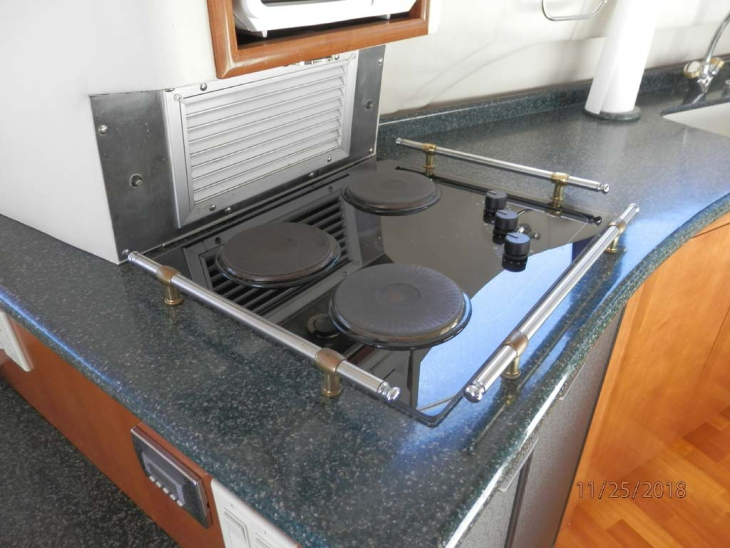 Carver-450 Voyager Pilothouse 1999-Carolina Cajun Beaufort-North Carolina-United States-Stove Top with Refrigerator Below-1093011 | Thumbnail