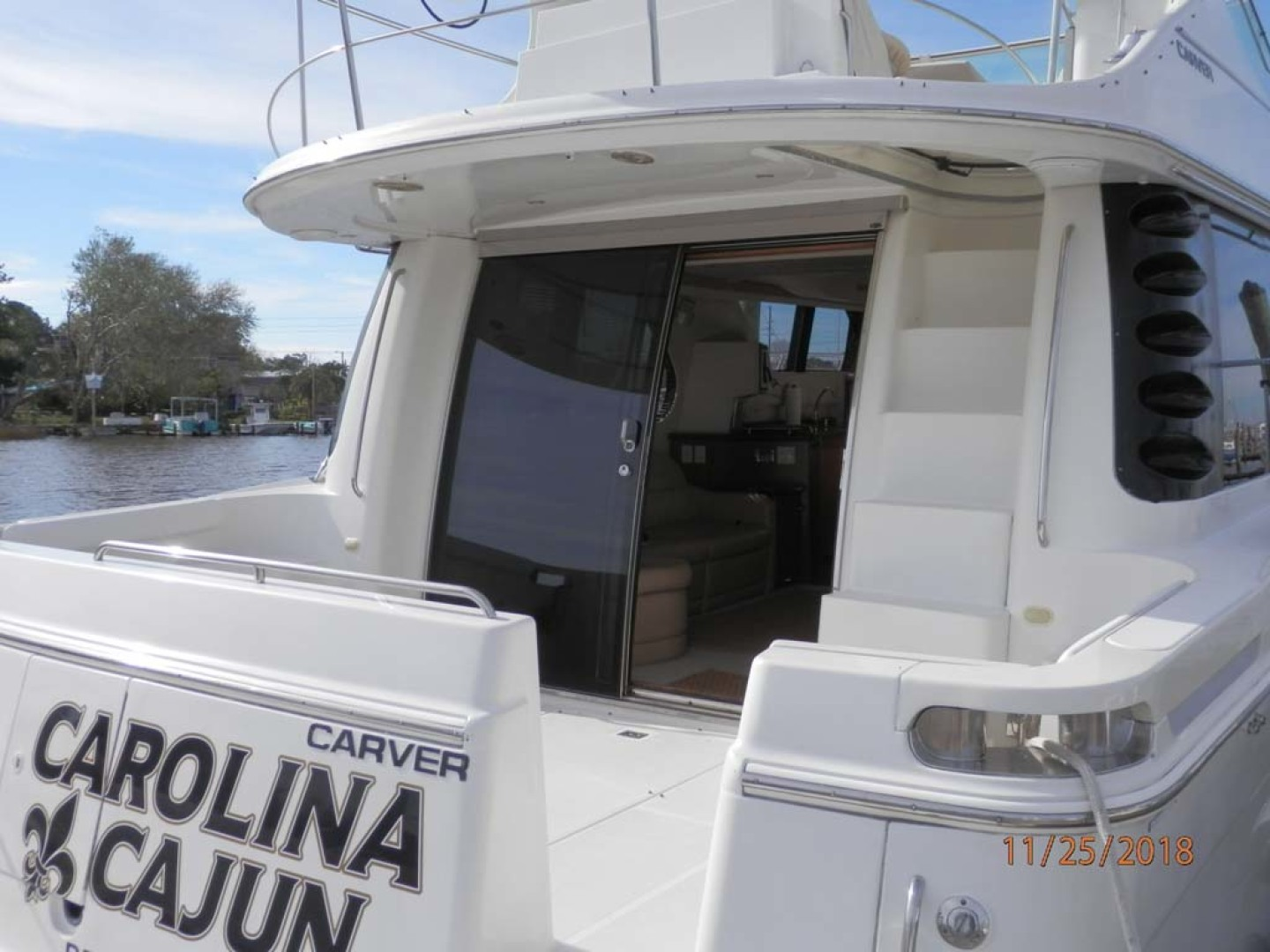 Carver-450 Voyager Pilothouse 1999-Carolina Cajun Beaufort-North Carolina-United States-Convenient Entrance on the Cockpit-1093070 | Thumbnail