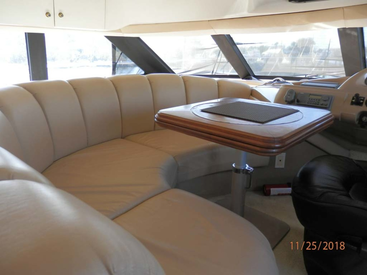 Carver-450 Voyager Pilothouse 1999-Carolina Cajun Beaufort-North Carolina-United States-Comfortable Seating in Cabin Helm-1093009 | Thumbnail