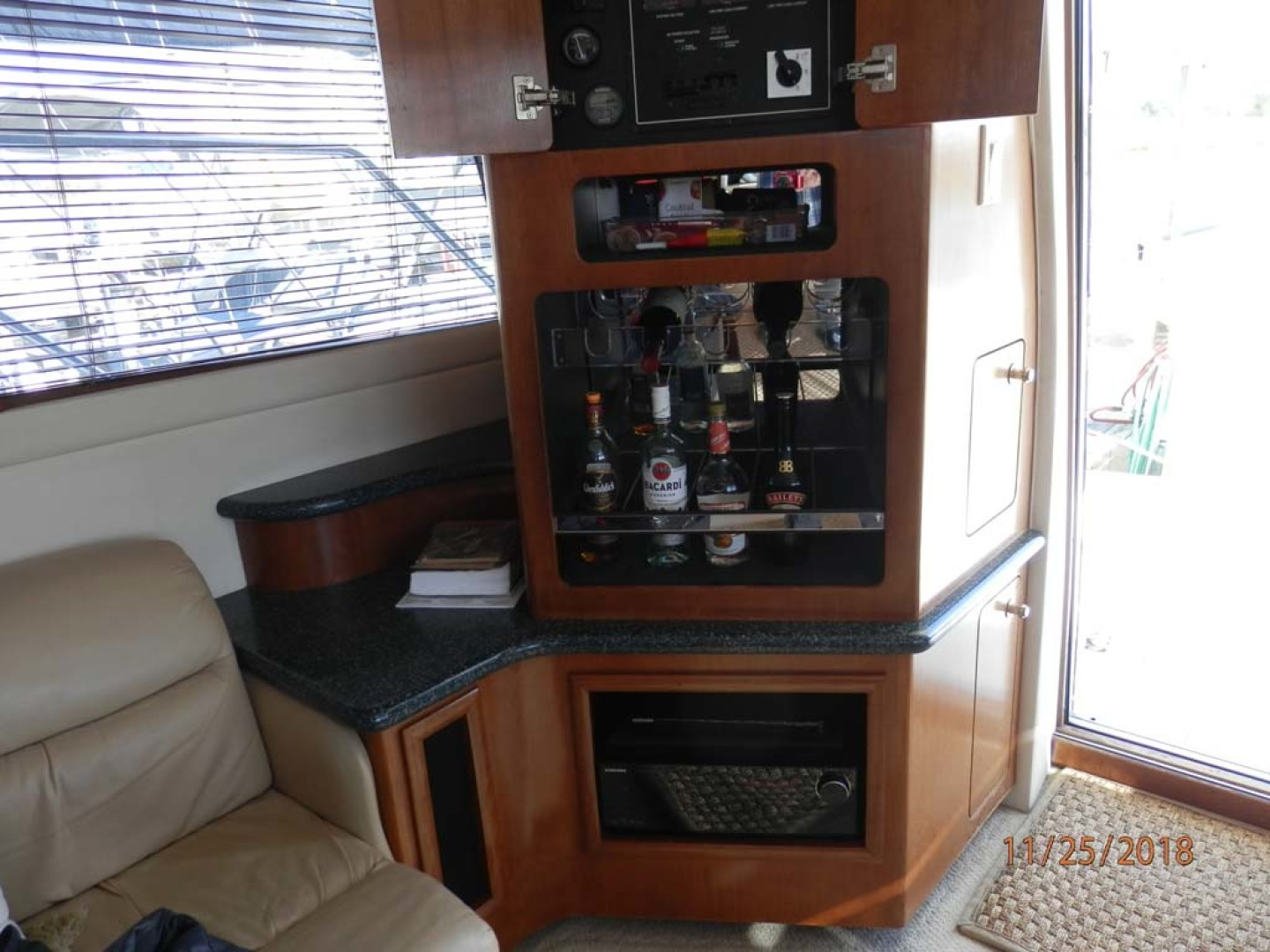 Carver-450 Voyager Pilothouse 1999-Carolina Cajun Beaufort-North Carolina-United States-Corner Starboard Console-1093020 | Thumbnail