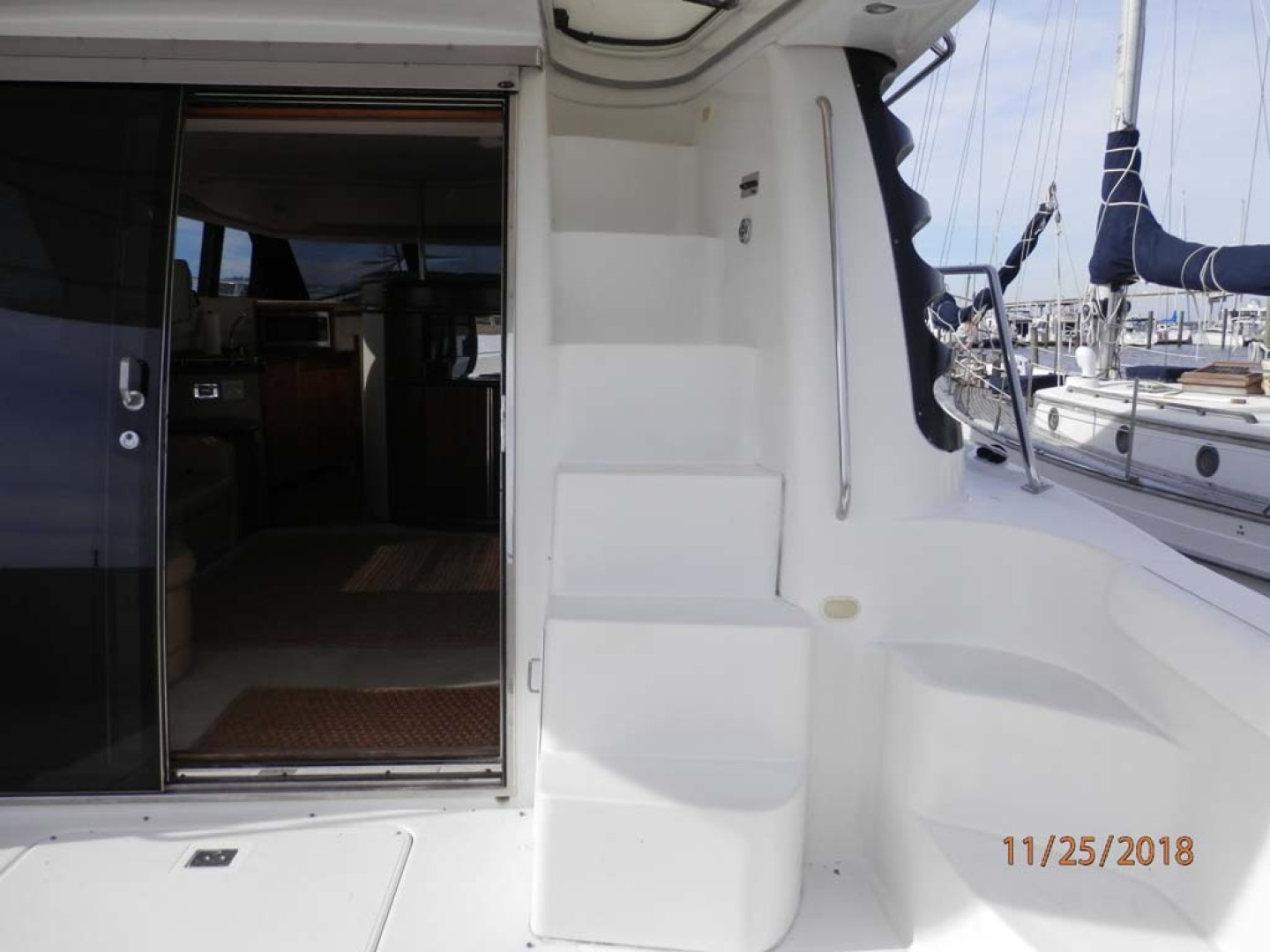 Carver-450 Voyager Pilothouse 1999-Carolina Cajun Beaufort-North Carolina-United States-Stairs to Flybridge-1093068 | Thumbnail